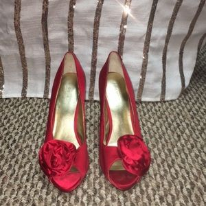 Nine West Red Heels with Rose 🌹